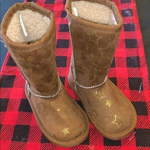 Toddler size 5 fuzzy boots with gold stars